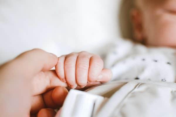 Dlaczego warto wybrać otulacz dla noworodka?   Kokonik.com