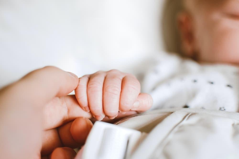 Dlaczego warto wybrać otulacz dla noworodka? | Kokonik.com