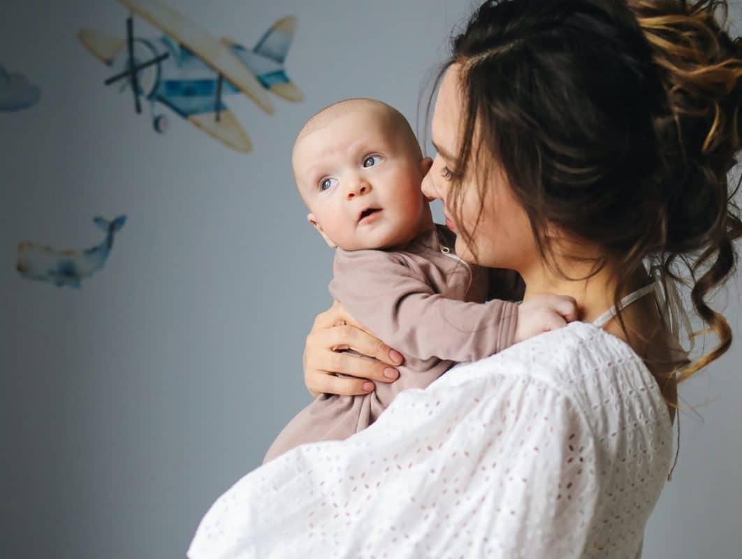 Jak ważne jest otulanie dziecka w pierwszych dniach życia? | Kokonik.com